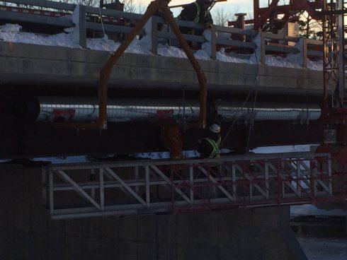 Installation tuyau préisolé sous pont - Système Urtech