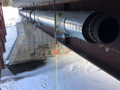 Preinsulated pipe under bridge - Urtech System